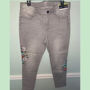 3/$20 NWT. High-Rise Skinny Ankle Jeans. Size 16